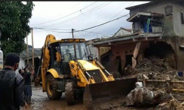 Sejumlah Alat Berat dikerahkan dalam Proses Evakuasi Dampak banjir.