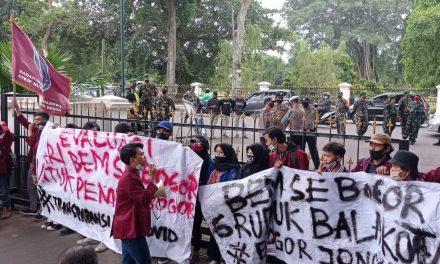Aliansi BEM Se-Bogor Menggelar Unjuk Rasa di Balai Kota Bogor